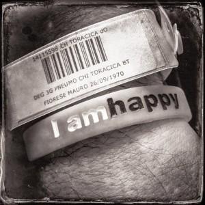 foto braccialetto su polso i am happy